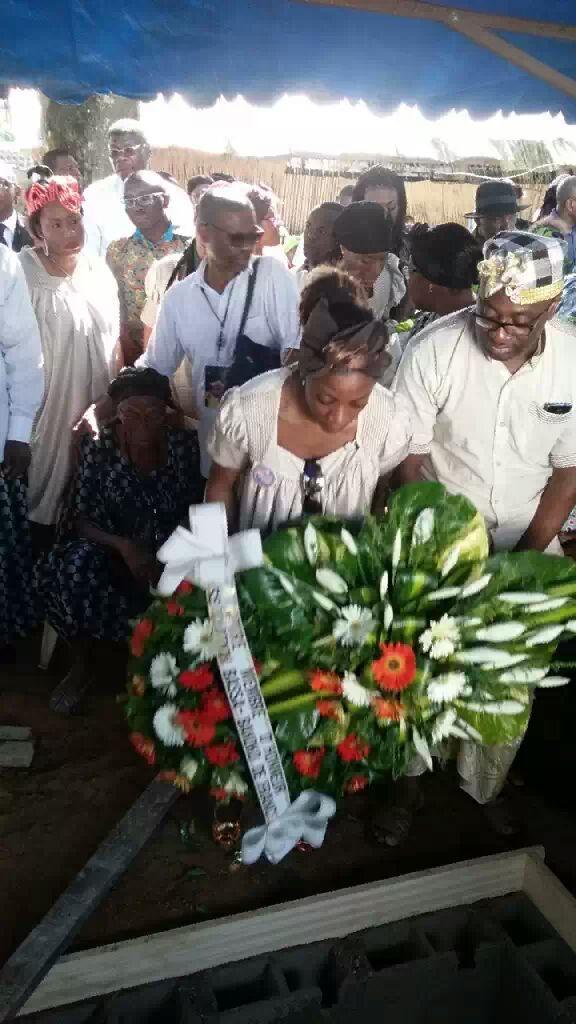 Décès de la Reine Mère Mme Veuve BEYISSA, née ENGOME JOCKY Agnès (de Logpom) & Membre d'honneur de l'Association Bassa Bakoko de France !